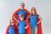 szuperhősök család