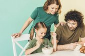 Fotografie happy family with one child having breakfast together