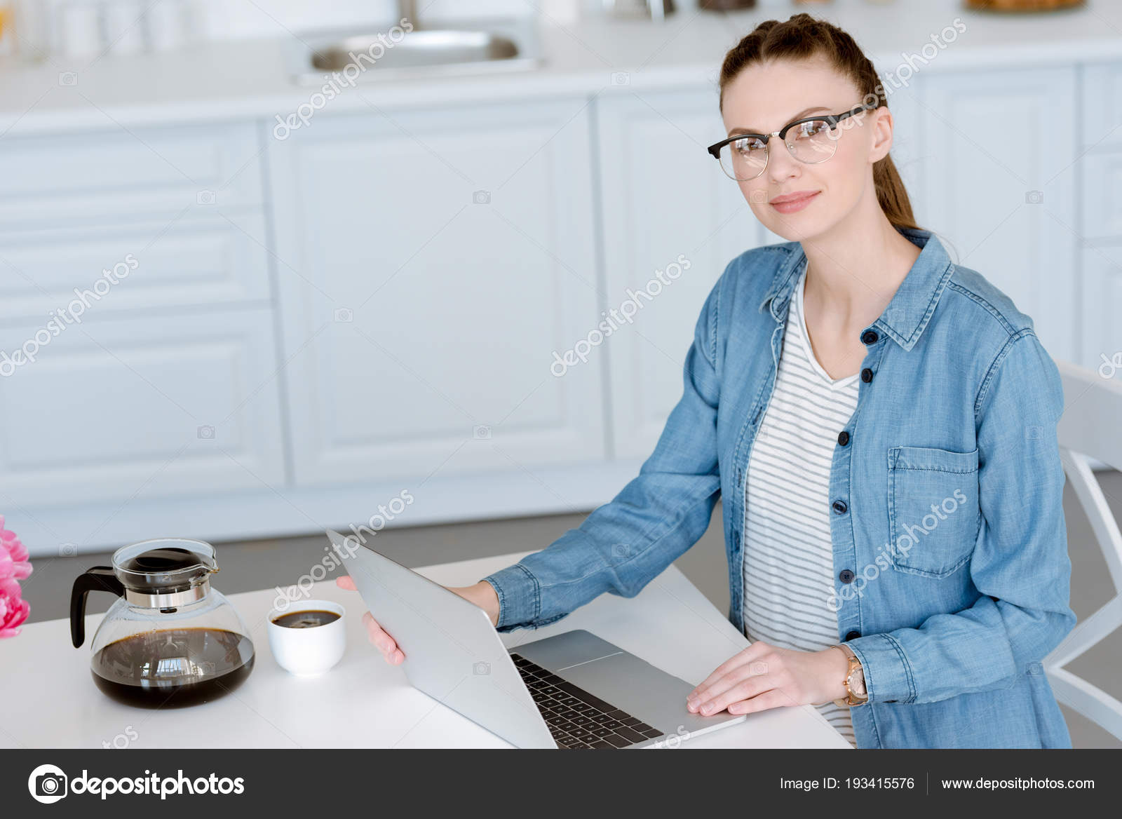 Attractive Woman Doing Remote Work Laptop Kitchen Coffee — Stock ...