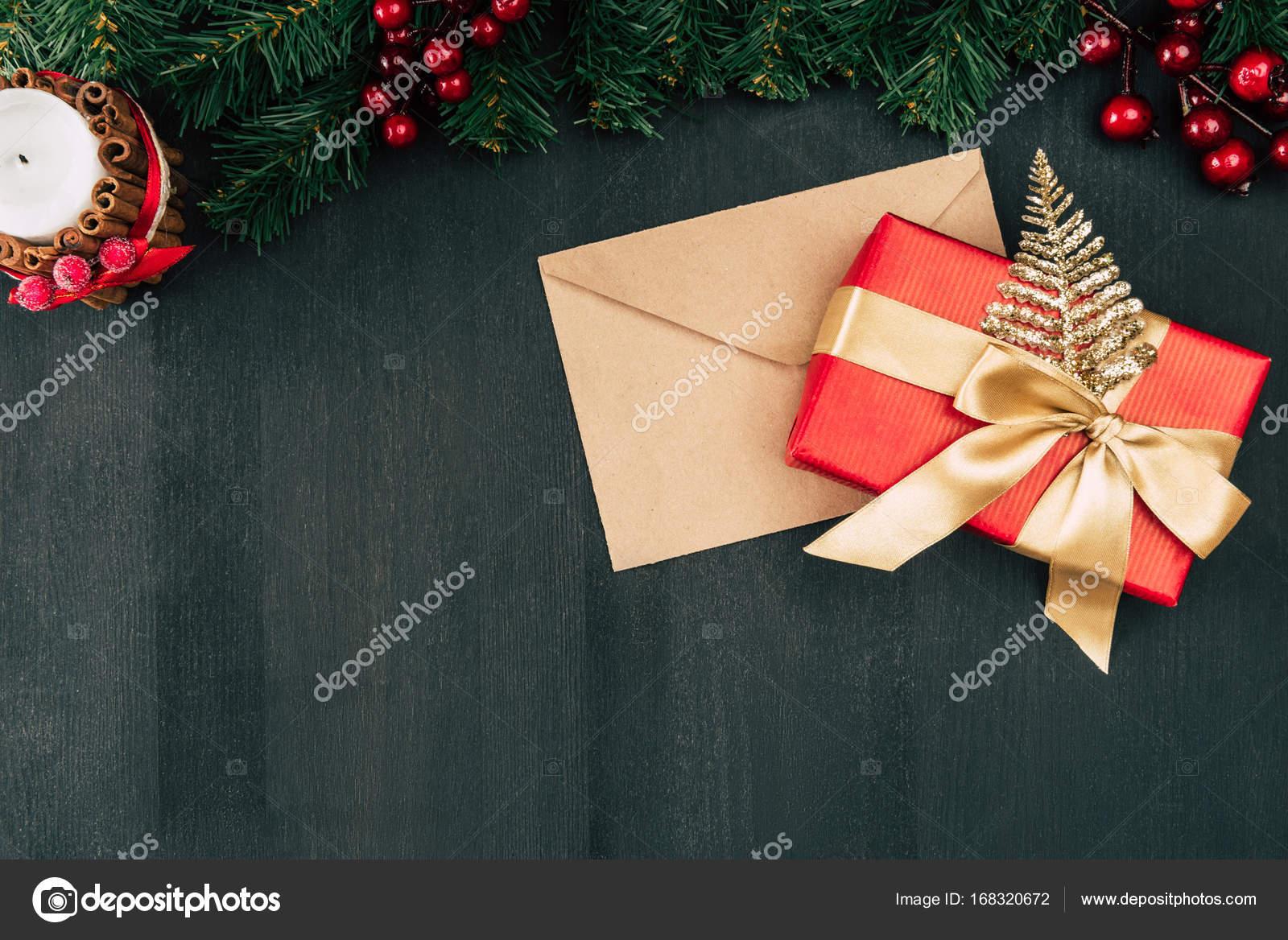 Enveloppe et cadeau de no l photographie edzbarzhyvetsky 168320672 - Enveloppe de noel ...