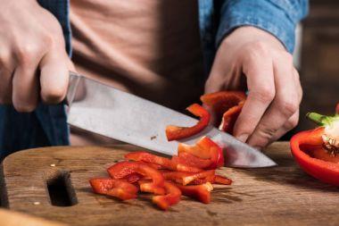 Man cutting pepper