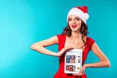 Santa dívka s tabletu a ebay webové stránky
