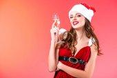 Fényképek lány pohár pezsgővel a christmastime
