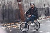 Fotografie mladý cyklista bmx