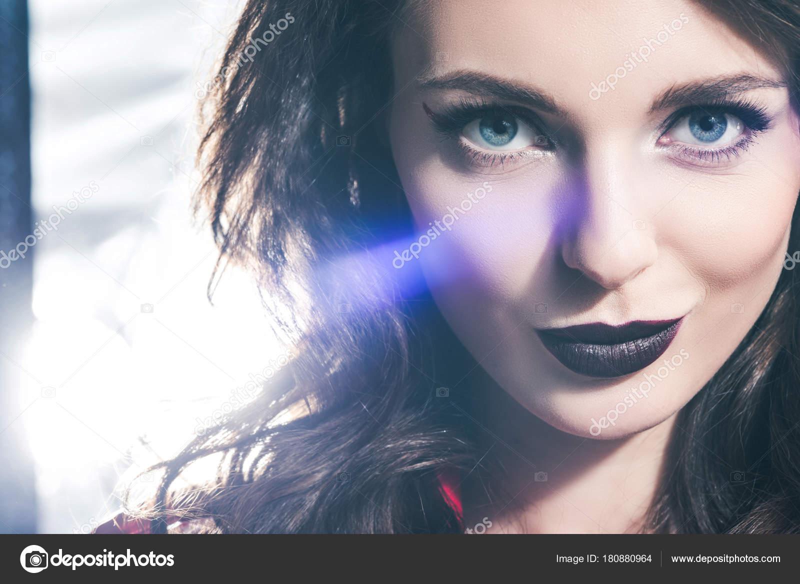 темные девушки картинки
