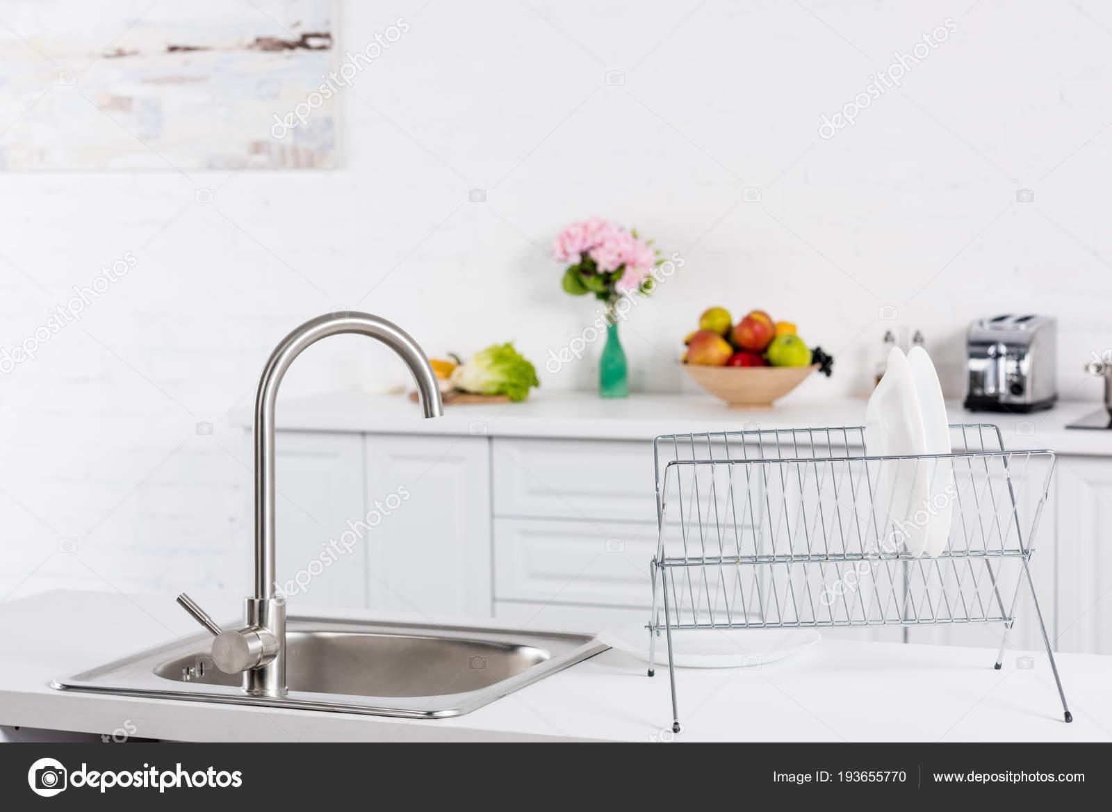 Cerca Del Fregadero Soporte Para Platos Cocina — Fotos de Stock ...