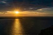 západ slunce v blízkosti klidného Egejského moře v řečtině