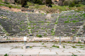 sluneční svit na starověký a historický amfiteátr v řečtině