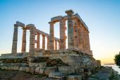 Photo ancient columns of parthenon against blue sky