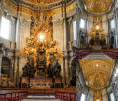 VATICAN CITY, ITÁLIE - DUBEN 10, 2020: koláž antické baziliky sv. Petra s obrazy michelangela