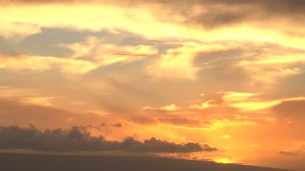 jasně oranžová obloha