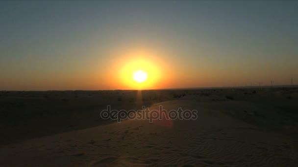 Spojené arabské emiráty pouštní západ slunce