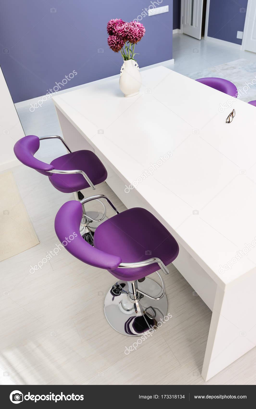 mesa comedor blanca en cocina moderna — Foto de stock © starush ...