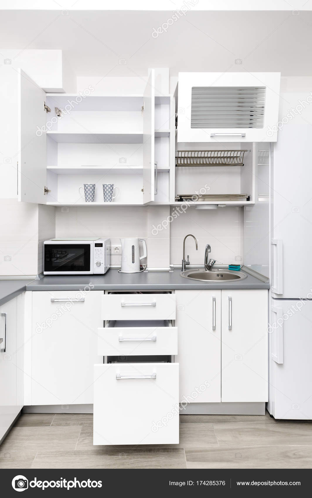 Cocina Moderna Blanca Foto De Stock C Starush 174285376 - Cocina-blanca-moderna