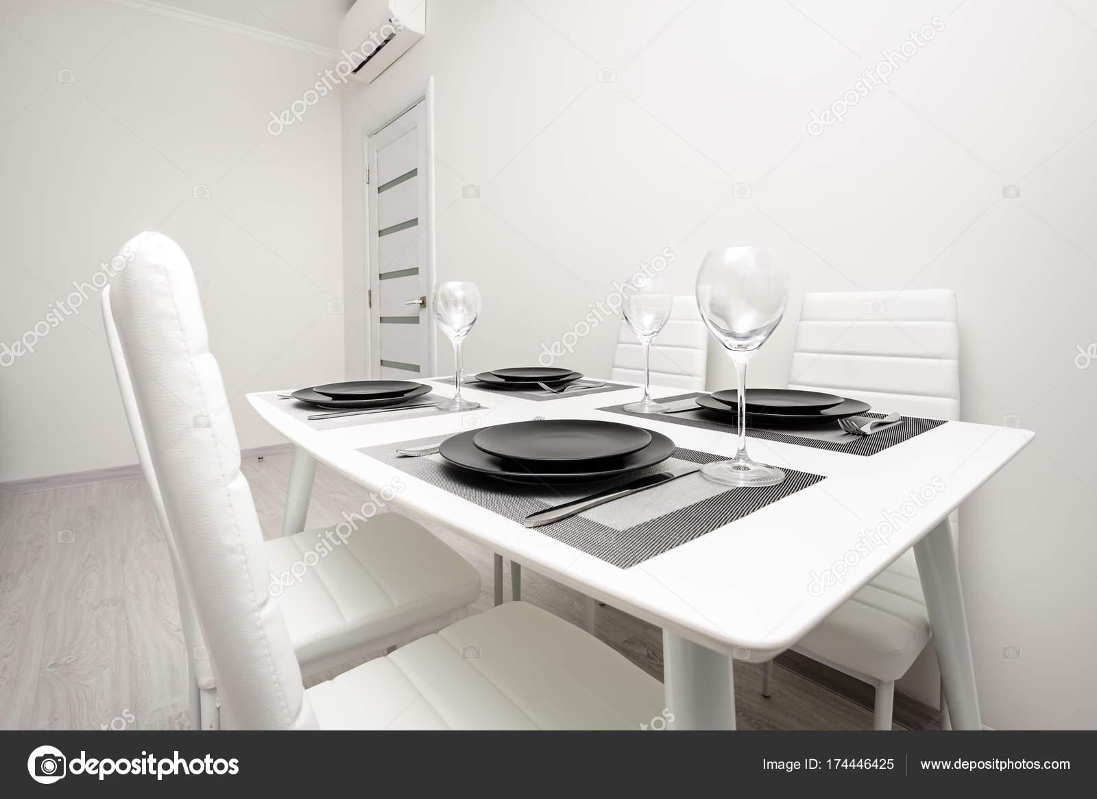 Minimalistische serviert weißen tisch u2014 stockfoto © starush #174446425