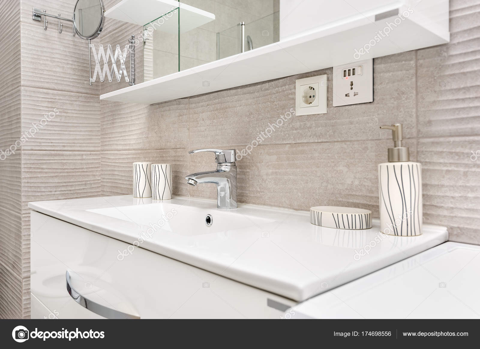 Badkamer Gootsteen Kast : Zinken in moderne badkamer u2014 stockfoto © starush #174698556