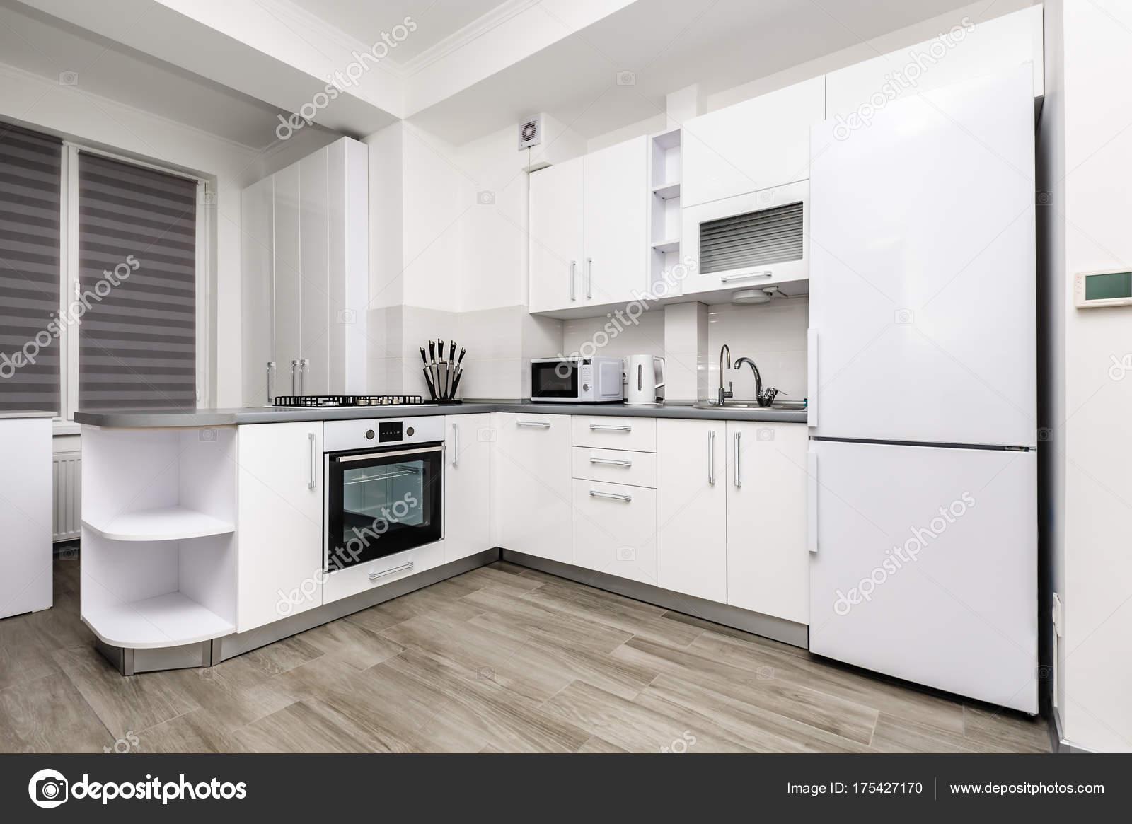 Cocina Moderna Blanca Fotos De Stock C Starush 175427170 - Cocina-blanca-moderna