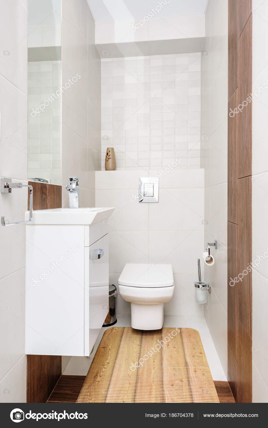 Nowoczesne łazienki Wnętrza Zdjęcie Stockowe Starush 186704378