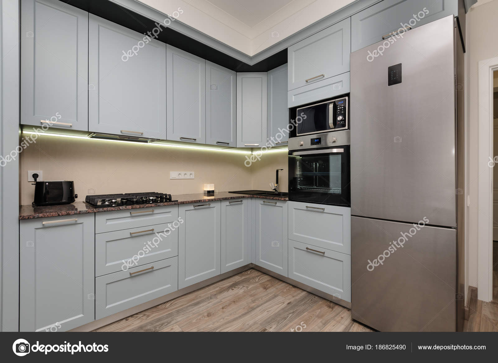 Moderne keuken interieur u2014 stockfoto © starush #186825490