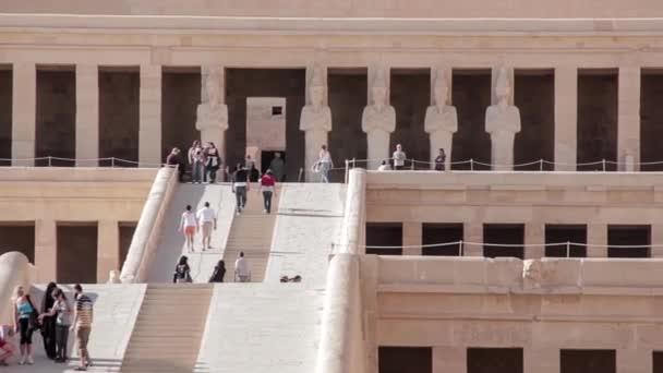 chrám královny Hatšepsut nedaleko Luxoru v Egyptě