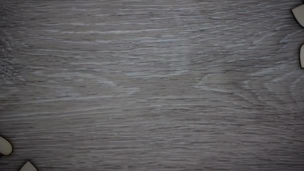 Tvar srdce z přírodního dřeva stop-motion video