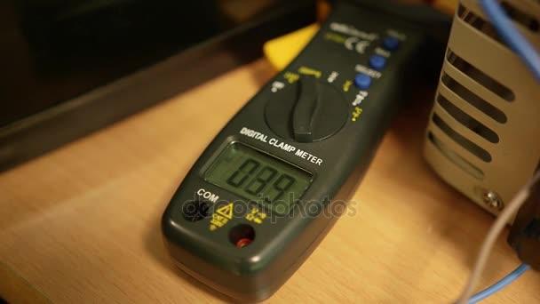 Electrical voltage meter