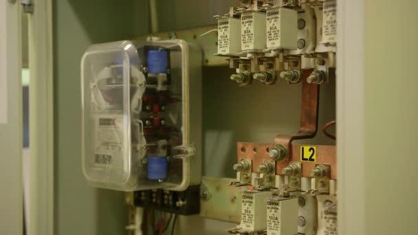 C blage d armoire lectrique fusibles vid o uldiszile 160975838 - Cablage d armoire electrique ...