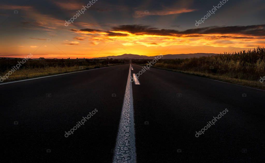 Фотообои Прямая дорога в закат