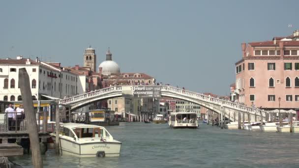 Ponte degli Scalzi e traghetti a Venezia Italia