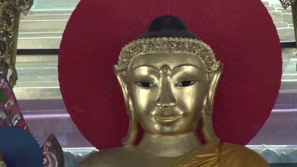 Shwedagon Pagoda, Buddha szobor