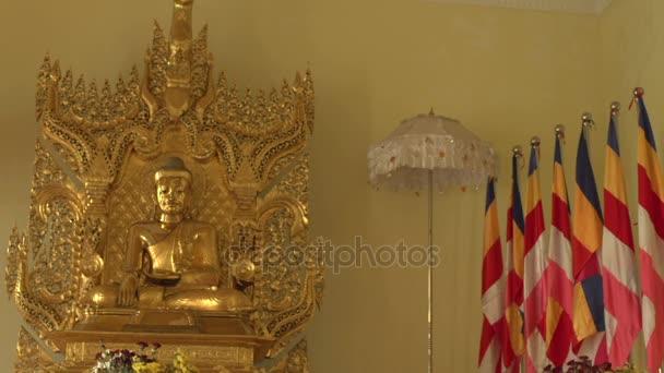 Socha Buddhy v Shwemokehtaw Pagoda