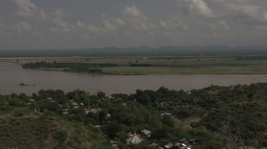 Overview of island to Bagan skyline