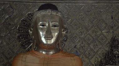 Shwedagon Pagoda, Buddha statue