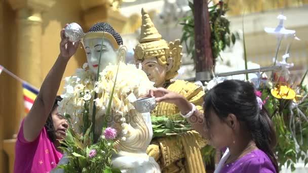 Koupací socha Buddhy