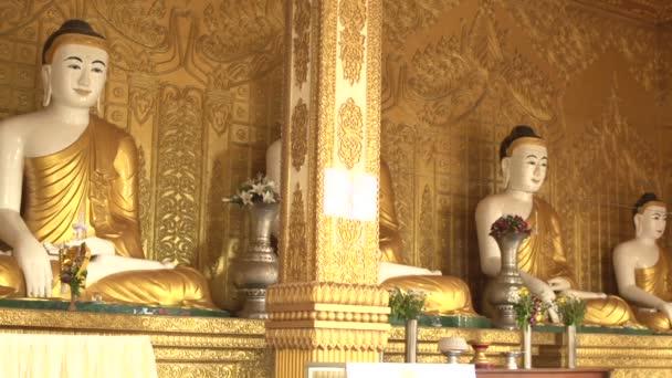 A Shwemokehtaw Pagoda Buddha szobrok