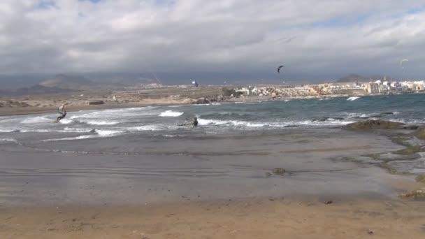 kitesurfers on La Gomera beach