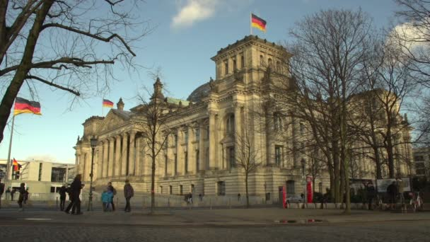 People at Reichstag building