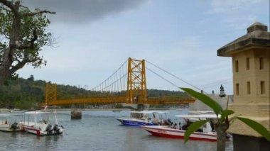 Yellow bridge between Nusa Ceningan and Nusa Lembongan, time lapse