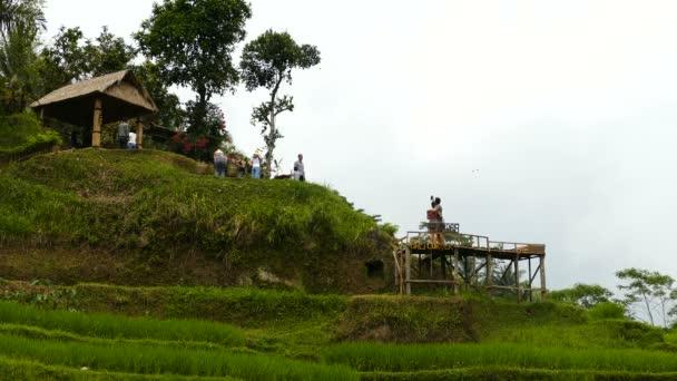 Turisté se Foto pohled na Desa Pakraman rýžové terasy, Bali