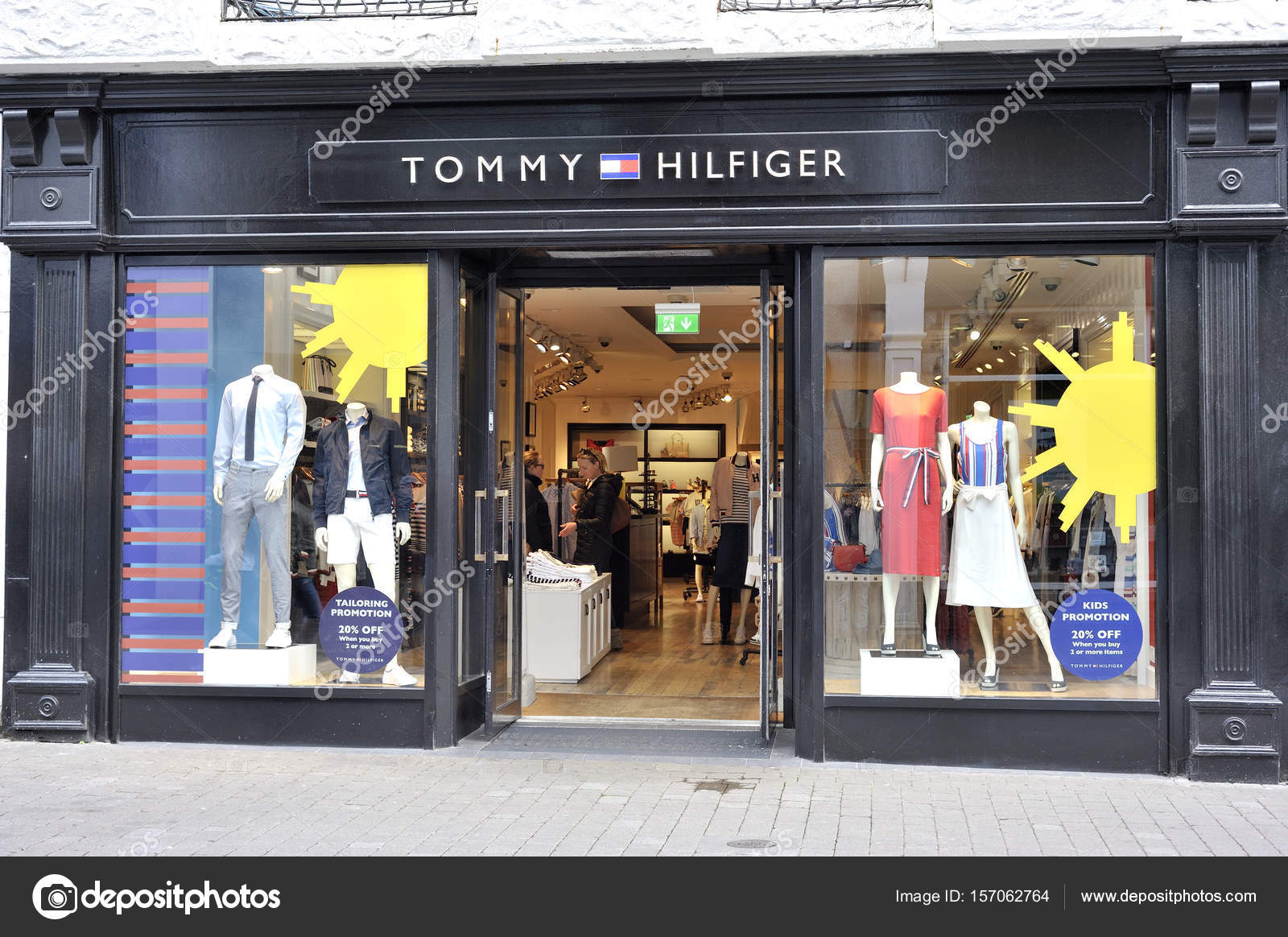 101ed4ee Shop Street, Galway, Ireland June 2017, Tommy Hilfiger Store, gi — Stock