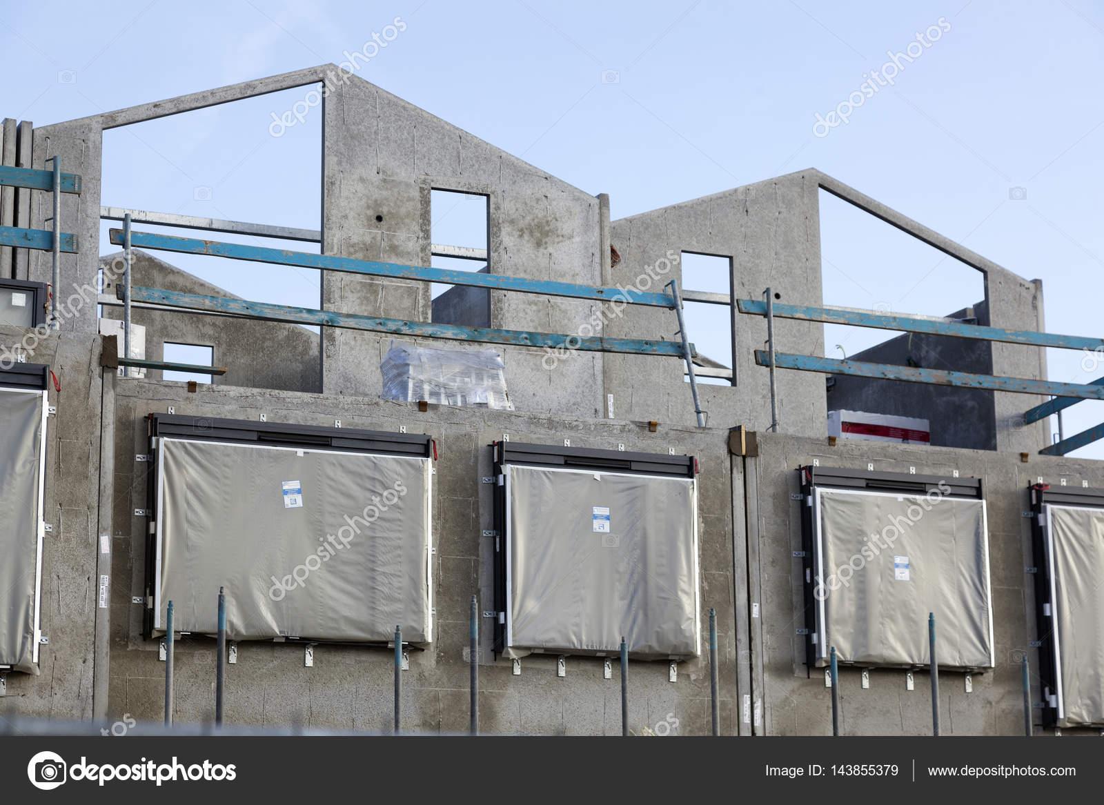 Betonrahmen des neu erbauten Hauses mit Gerüst rund — Stockfoto ...