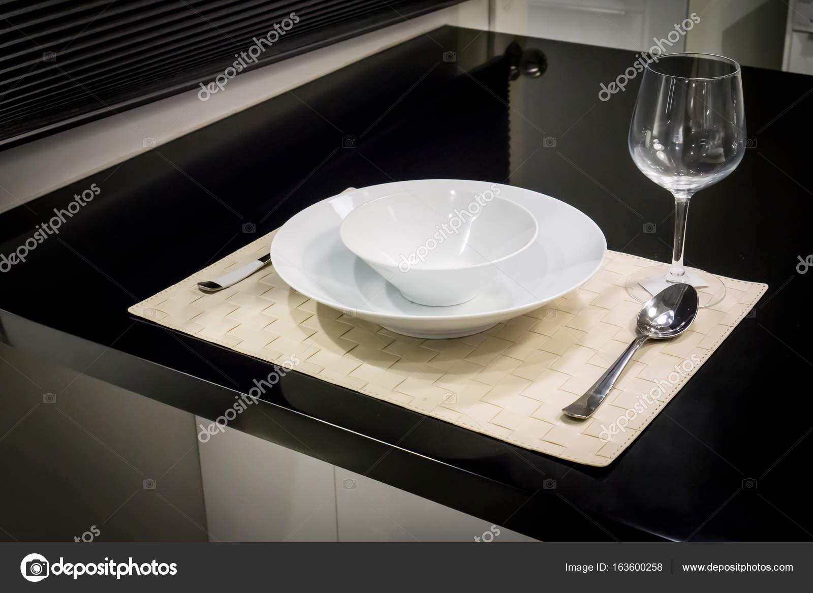 Conjunto De Jantar Em Couro Branco Tecido Tapete Na Cozinha Decorado  -> Tapete De Tecido Para Cozinha