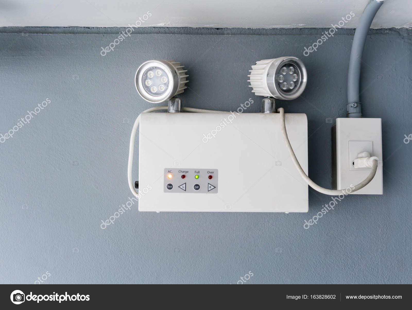 Lavoro di illuminazione di emergenza auto luce u foto stock v