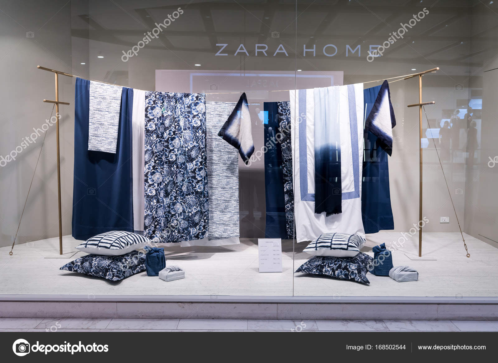 Zara Home Shop At Emquatier, Bangkok, Thailand, Sep 2, 2017 : Luxury And  Fashionable Brand Window Display Of New Collection Of Home Decoration And  Beding.