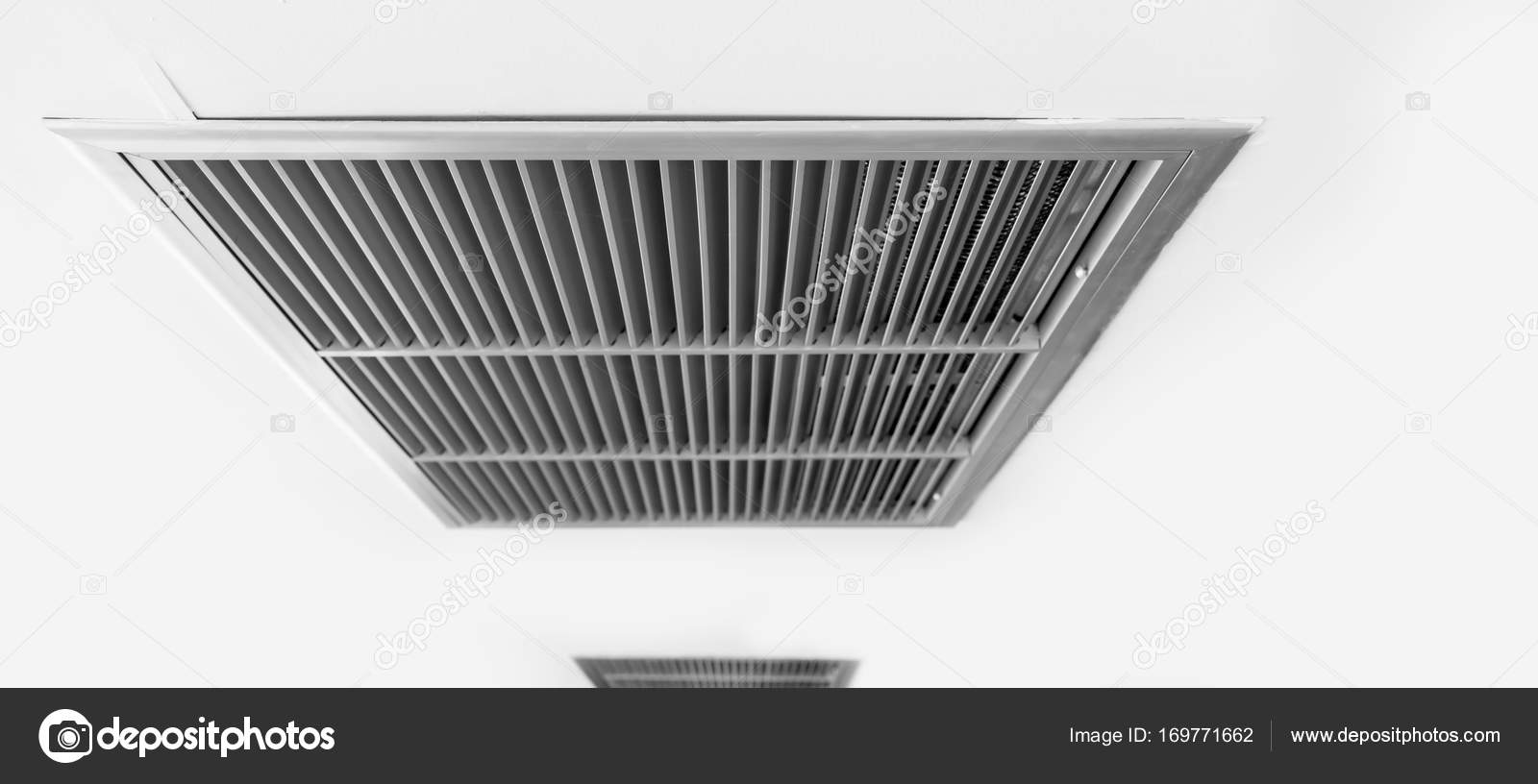 ventilador de aire, marco de metal listón en blanco — Foto de stock ...