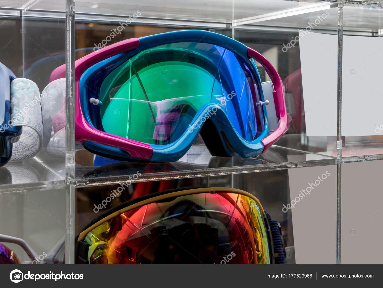Masques De Motocross Acrylique Exposee Au Magasin