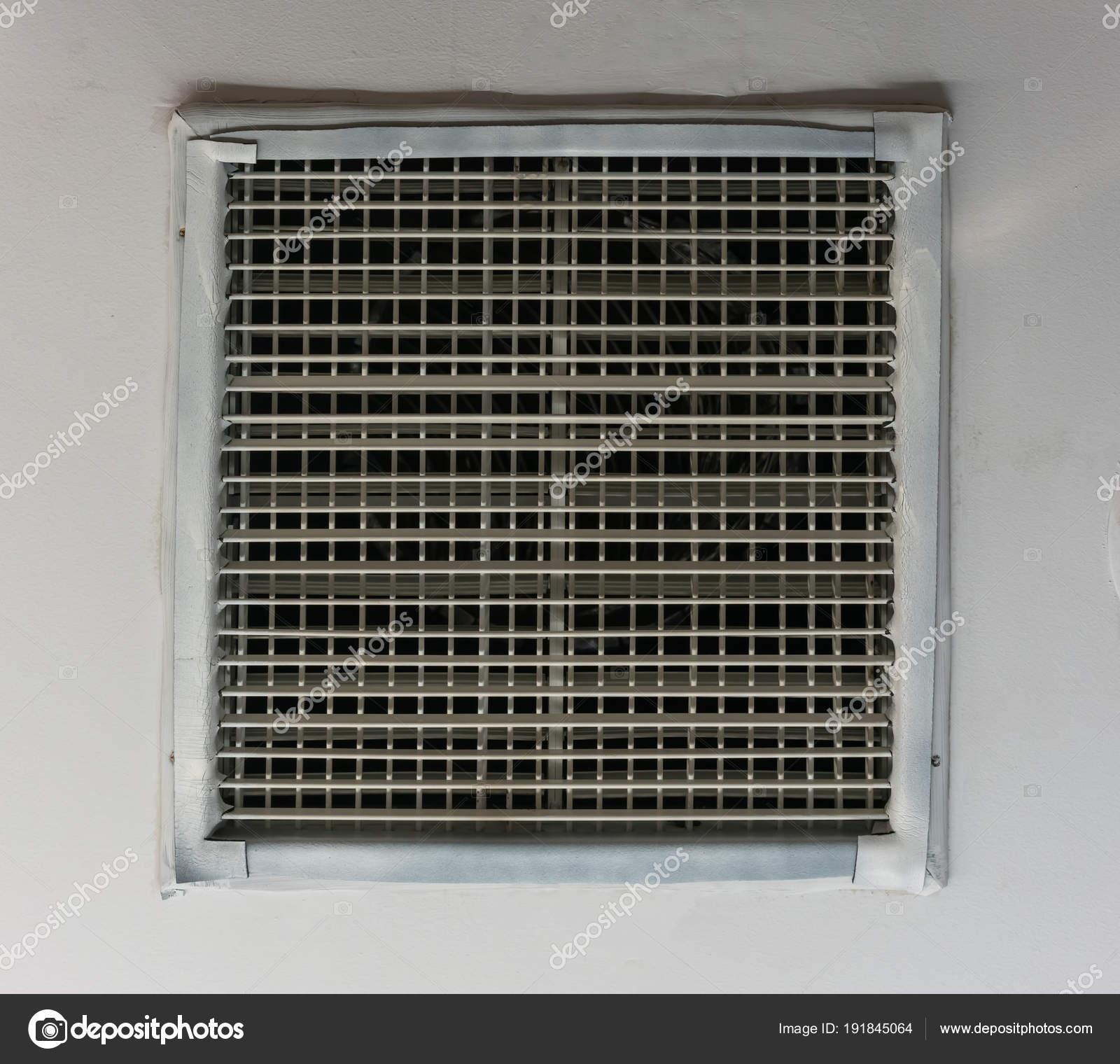 ventilador de aire, marco de metal listón de techo — Foto de stock ...