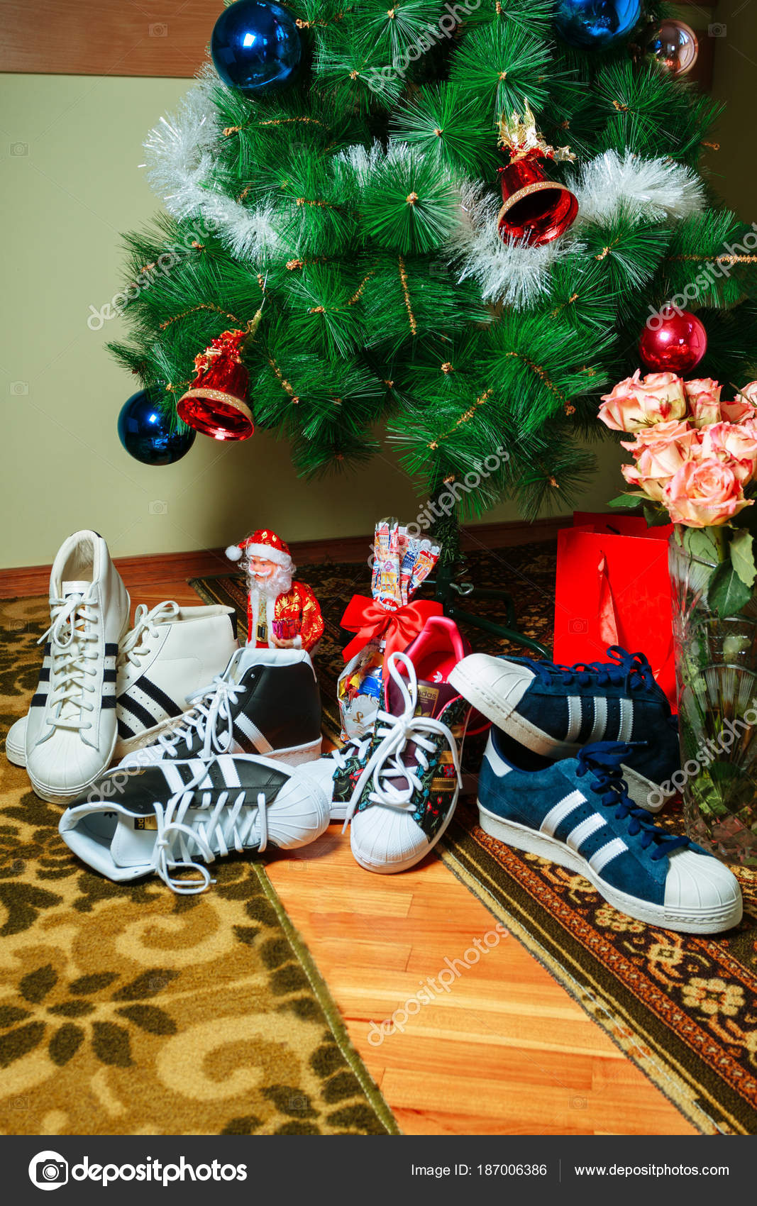 Calle Microordenador Desilusión  Chisinau, Republic of Moldova - January 04, 2016: sneakers Superstar  company Adidas on background of the Christmas tree. – Stock Editorial Photo  © Jonny_Slav #187006386