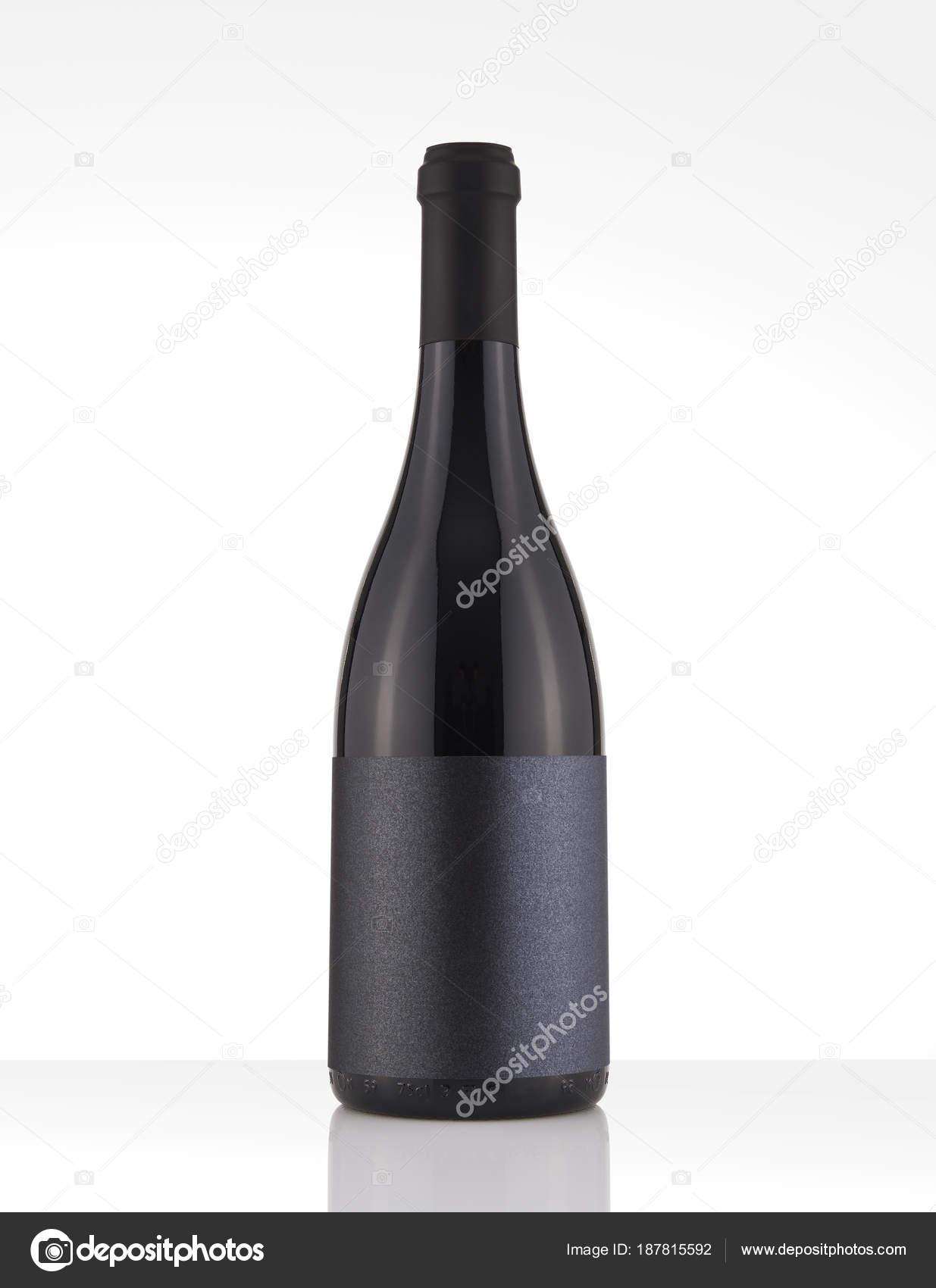Bouteille De Vin Rouge Isol Dans Un Fond Blanc White Label Noir