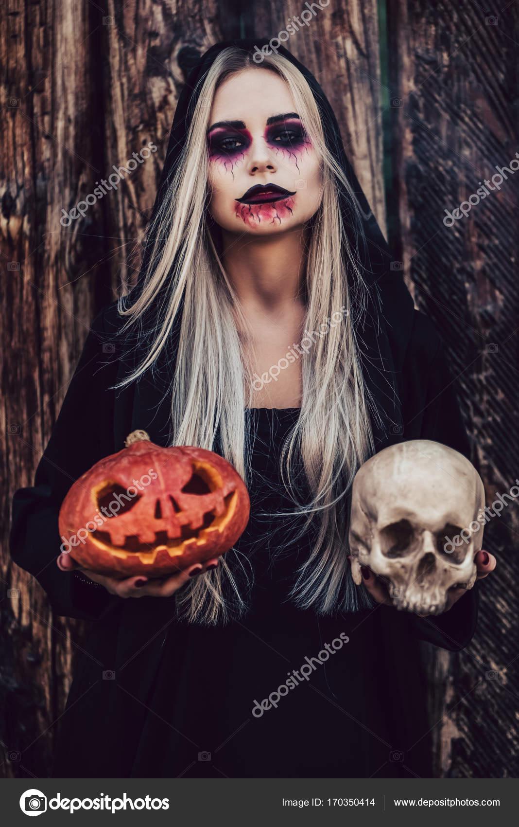 Bruxa De Halloween Preto Stock Photo 4pmphoto At Gmailcom 170350414